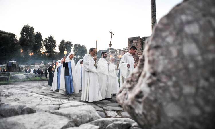 """La """"procession des saints"""": le soir de """"Halloween"""" et au coeur de Rome"""