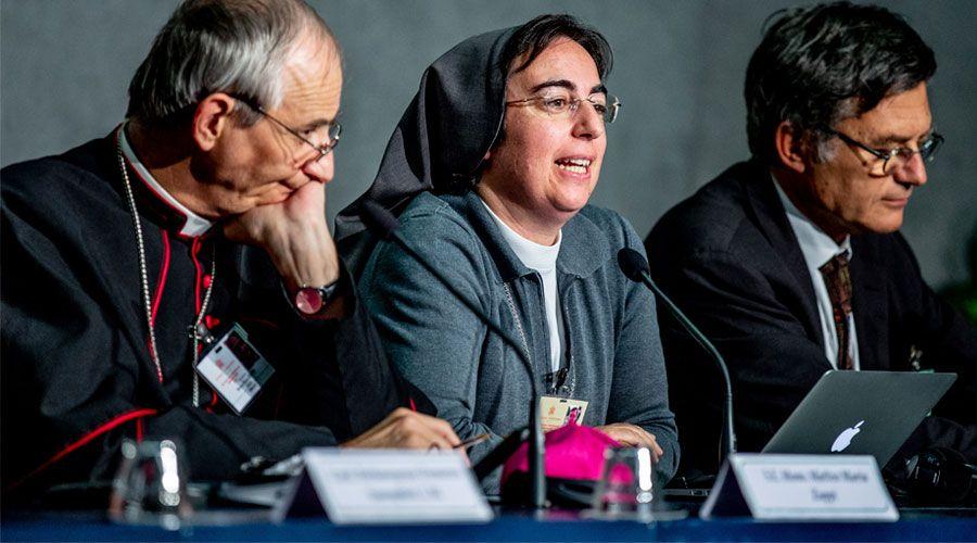 Nuevas propuestas de los padres sinodales: crear un pontificio consejo de jóvenes y celebrar un Sínodo sobre la mujer