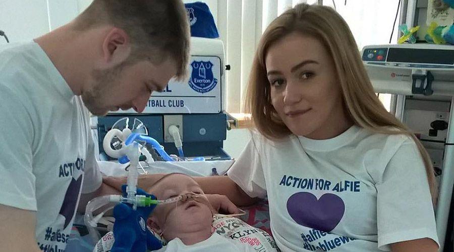 Tom Evans, padre del pequeño Alfie: «Sólo hay una cosa que lamento y es no haber sacado a Alfie del hospital»