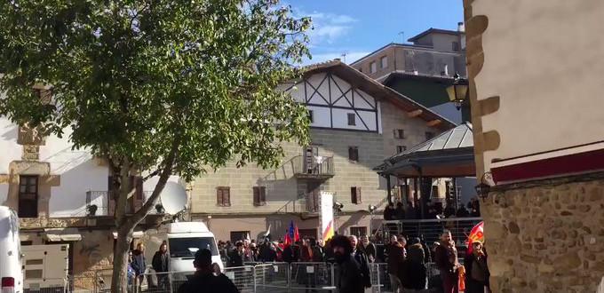 Jóvenes radicales entraron en la parroquia de Alsasua para boicotear un acto en homenaje a la Guardia Civil