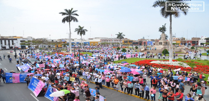 #ConMisHijosNoTeMetas: Multitudinaria marcha contra la ideología de género en Perú