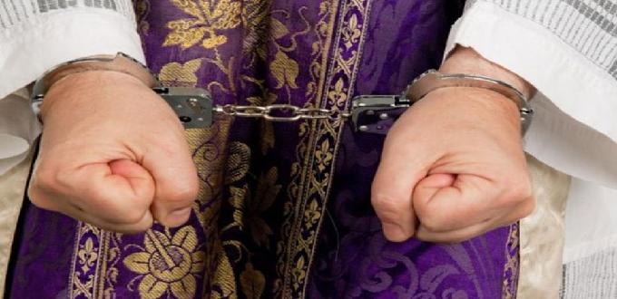 Dos sacerdotes chinos detenidos