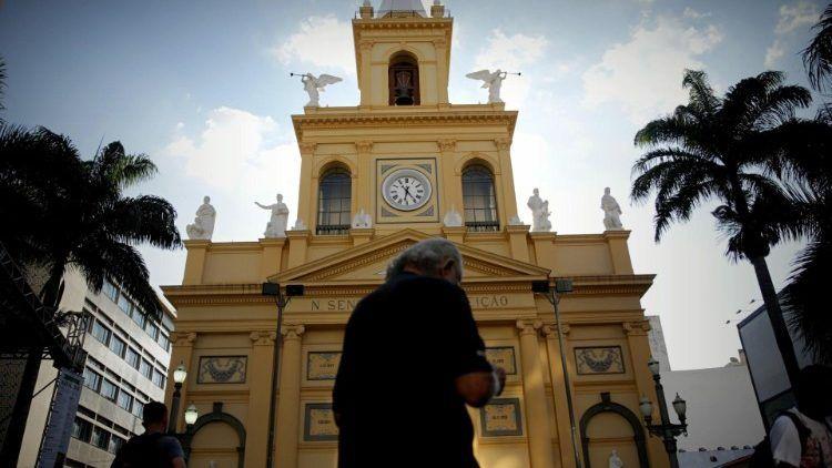 Cobarde ataque en la catedral de Campinas en Brasil