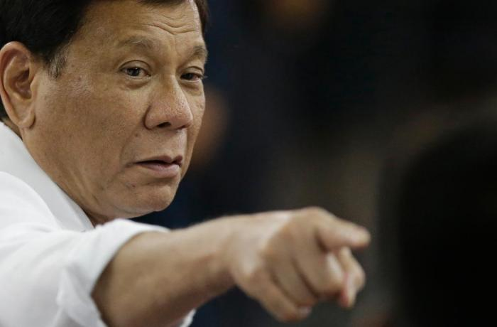 Duterte ataca nuevamente a los obispos filipinos: «Mátenlos, son inútiles»