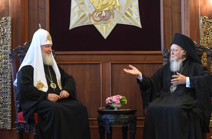 Escalada en el cisma del cisma: abolidas las parroquias rusas de Constantinopla