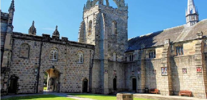 La tercera universidad más antigua de Escocia prohíbe a los estudiantes pro-vida