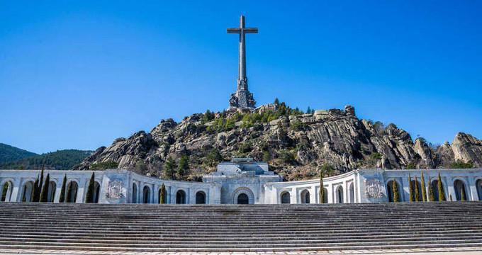 El gobierno de España expulsará a los benedictinos del Valle de los Caídos y se plantea derribar la Cruz