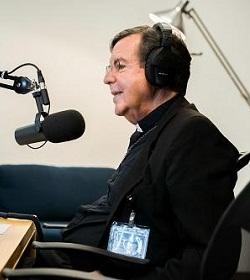 Arzobispo de Detroit lanza podcast para evangelizar a través de Internet