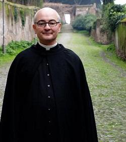 Exorcista responde: ¿El Católico puede creer en las «previsiones» de fin de año?