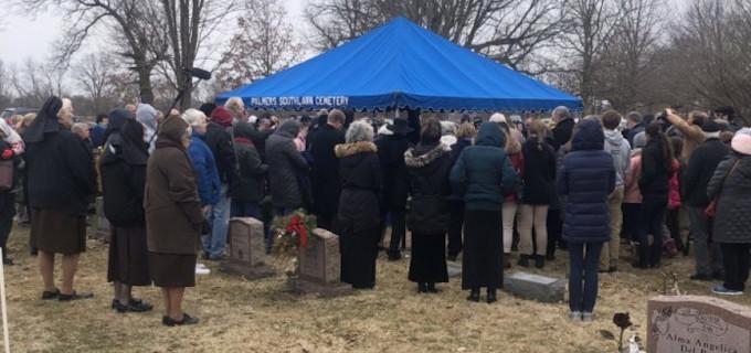 Dan cristiana sepultura a 2.400 bebés abortados encontrados en el garaje de un médico abortista