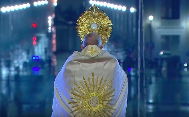 El papa Francisco bendijo al mundo y pidió por el fin de la pandemia