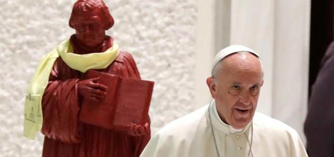 Un groupe de théologiens protestants et catholiques demande à François de lever l'excommunication à Luther
