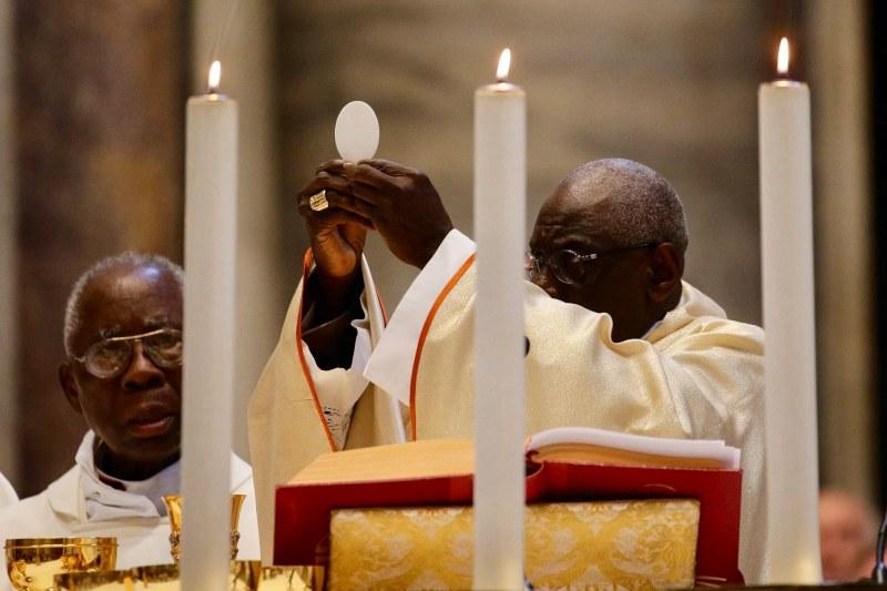 El Papa acepta la renuncia del Cardenal Sarah