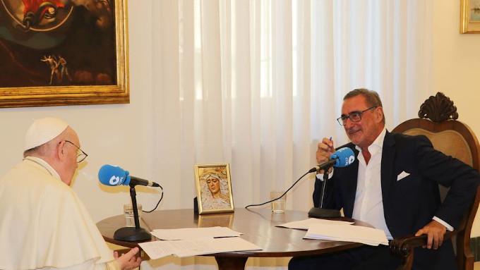 Papa Francisco a Carlos Herrera: «¡No sé de dónde han sacado que yo iba